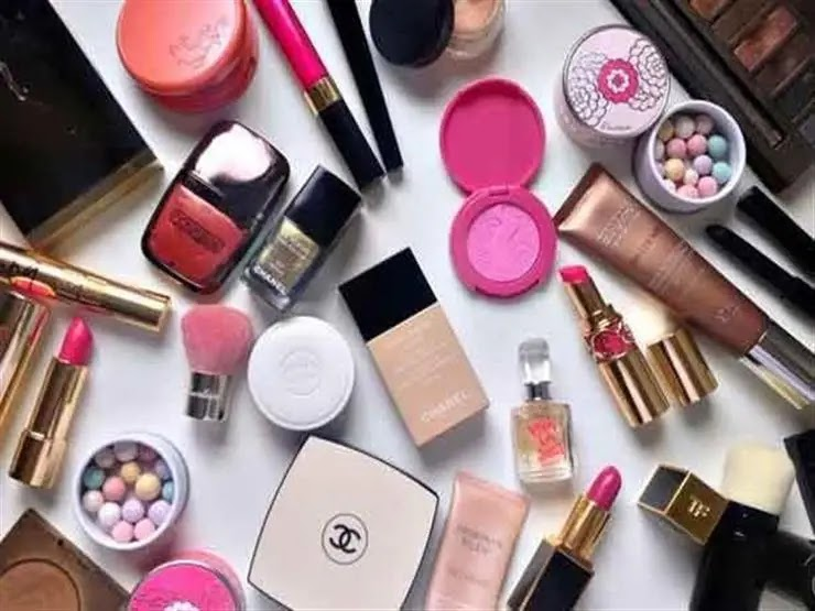This is the correct way to store cosmetics
