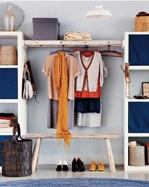 9. Tangga untuk menggantung baju di kamar