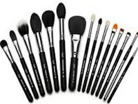 Cara Membersihkan Kuas Make Up