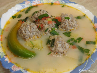 Bors de perisoare reteta ciorba de casa cu carne tocata de porc orez si legume retete supe ciorbe traditionale romanesti,
