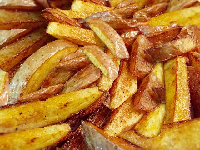 Patatine fritte rustiche e spezziate