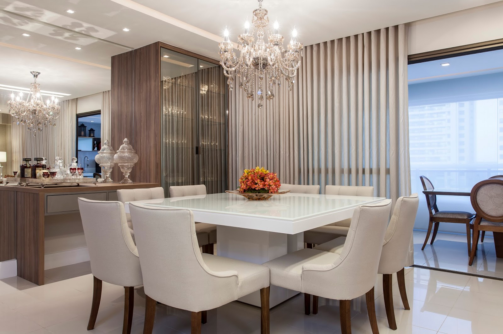 Construindo Minha Casa Clean 23 Salas De Jantar Com Lustres  -> Sala De Jantar Com Painel De Madeira E Espelho