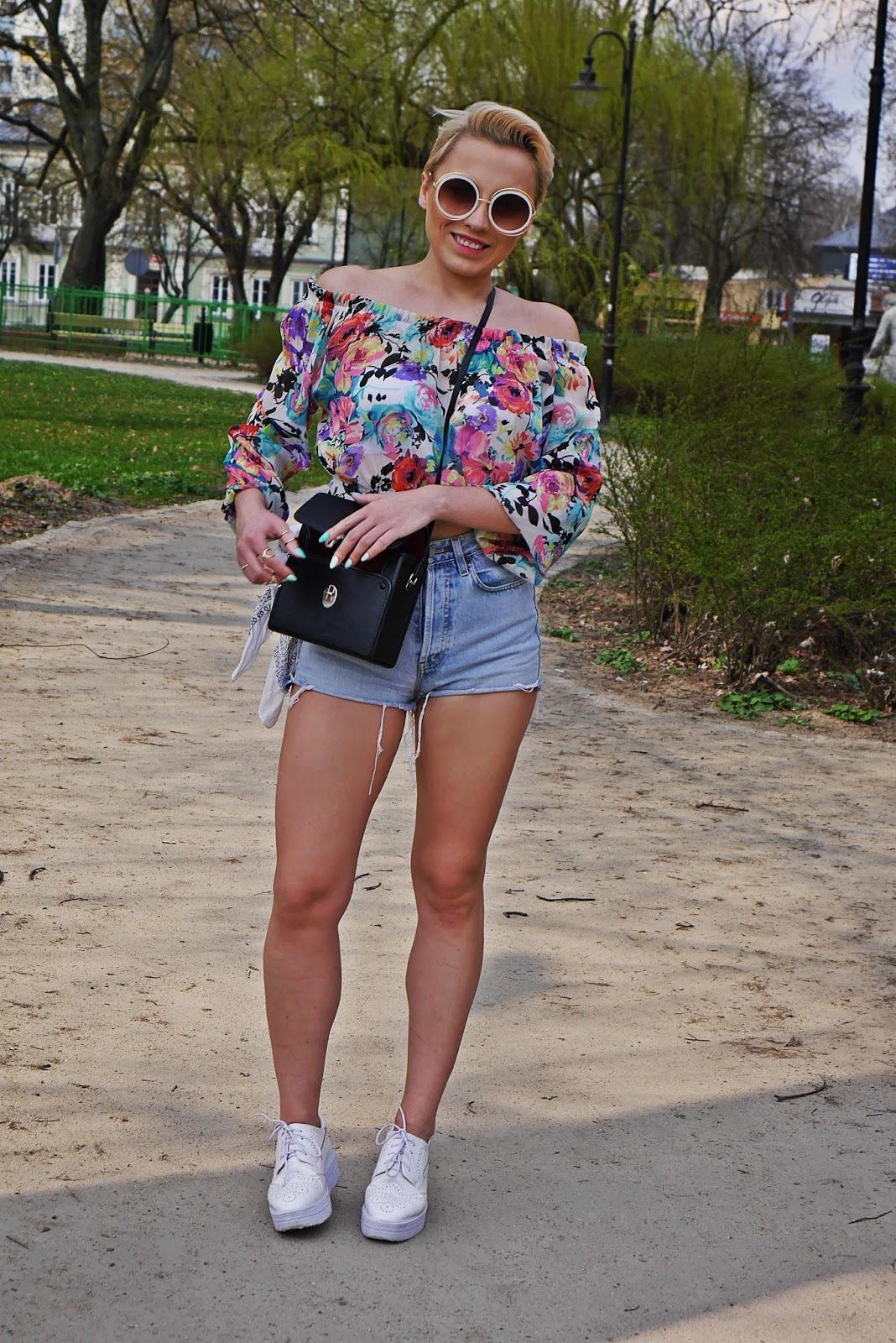 high_waist_shorts_floral_off_shoulder_top_platform_shoes_karyn_blog_110417