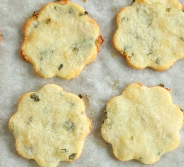 KETO SOUR CREAM AND CHIVE CRACKERS #lowcarb #ketodiet