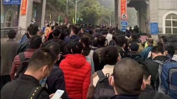 Hàng ngàn người Trung Quốc xin nhập cảnh Việt Nam, ít nhất 2 người bị sốt
