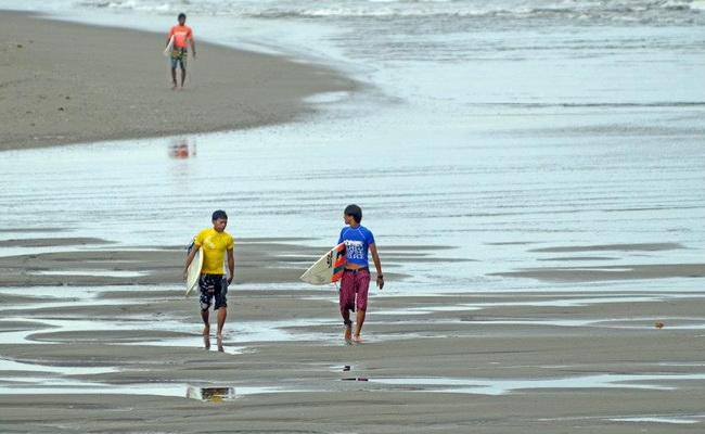 www.xvlor.com Doot Poktoy is Lanuza surfing grounds on 17 kilometer coast