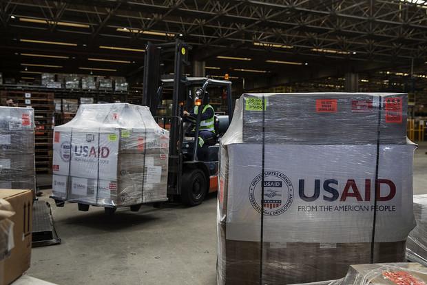 Estados Unidos entregam ventiladores pulmonares ao Brasil para o combate à COVID-19