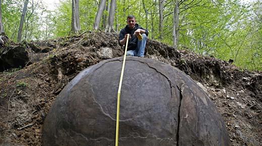 Esfera de piedra gigante descubierto en Europa es la evidencia de una avanzada civilización perdida Europea