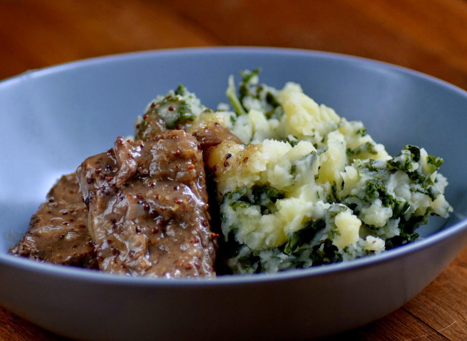 Boerenkool en runderstoofvlees met bier en mosterd