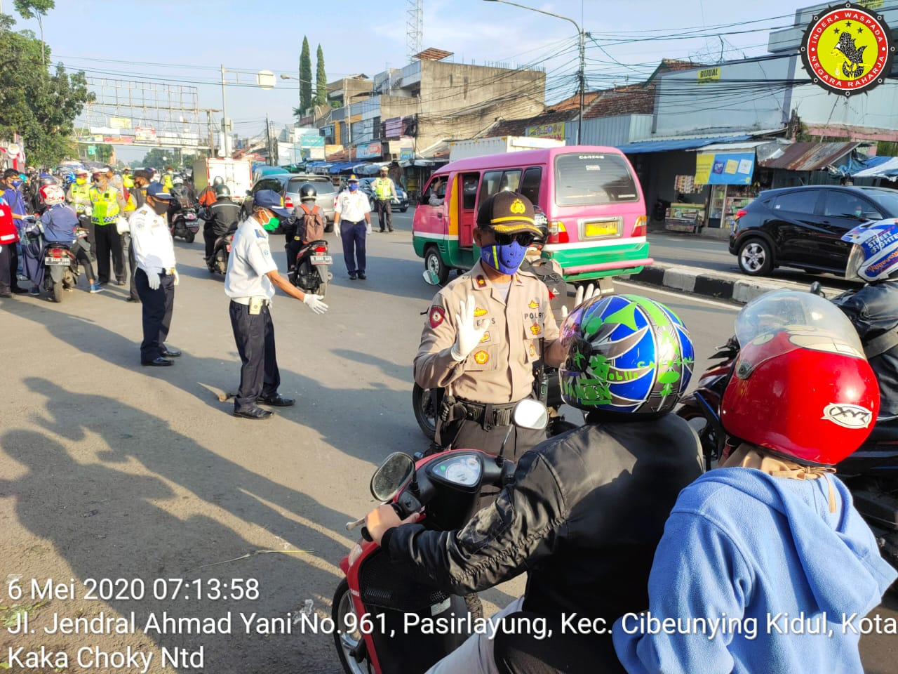 Hari Pertama Psbb Provinsi Jabar Polsek Kiaracondong Polrestabes Bandung Melakukan Pengawasan Di Terminal Cicaheum Kota Bandung Kim Cipedes