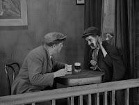 """Кадр из фильма Чарли Чаплина """"Собачья жизнь"""" / A Dog's Life (1918) - 24"""