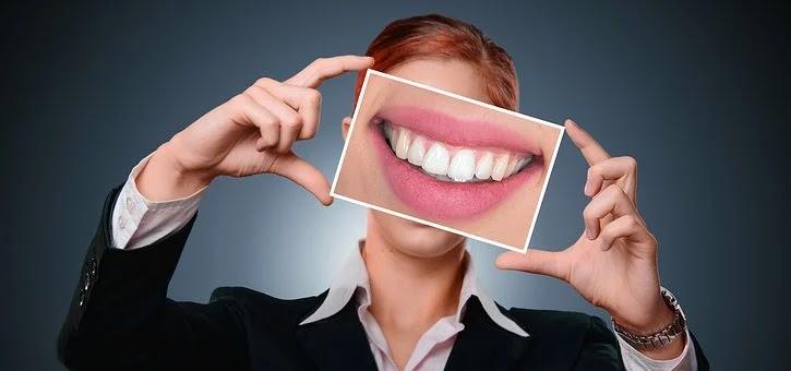 تبييض الاسنان طبيعيا وبسرعة .