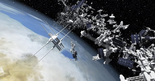 Fotos do satélite de lixos espaciais (Imagem: Fatos desconhecidos)
