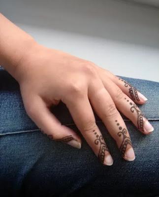 Finger mehndi design for kids