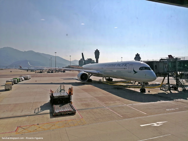 CATHAY PACIFIC - AIRBUS A350 - B-LXC
