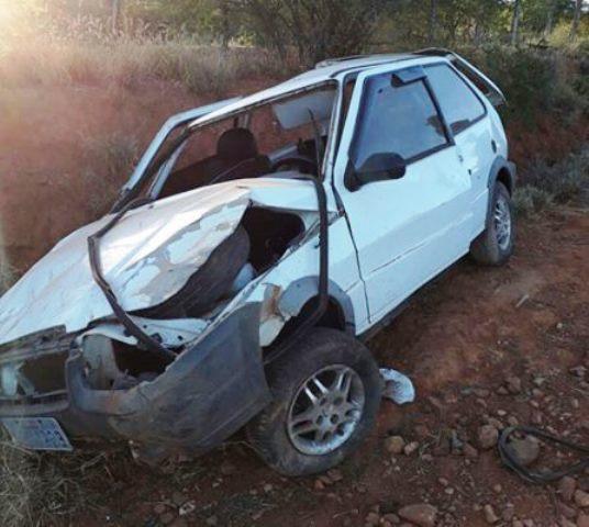O capotamento aconteceu a 02 km da chegada de Tanhaçu. (Foto: Informe Barra)