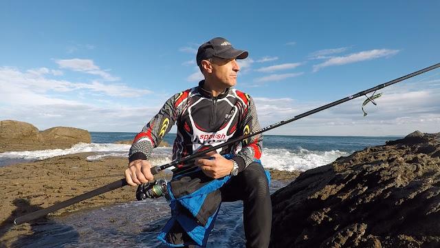 CA%25C3%2591A - Caña de spinning Fisterra en acción de pesca