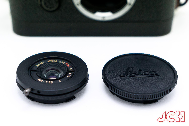 Объектив MS Optics Aporia 24mm f/2 в сравнении с крышкой для Leica M