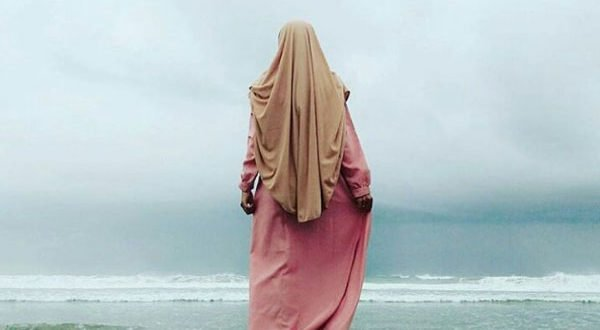 6 Syarat Berpakaian Bagi Muslimah