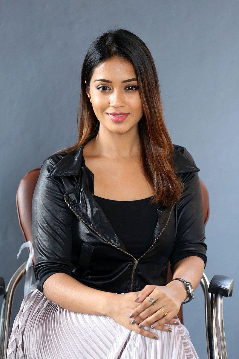 Actress NivethaPethuraj Latest HD Images