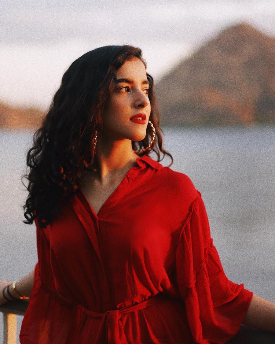 Tasya Farasya bibir emrah dan Rambut kriting