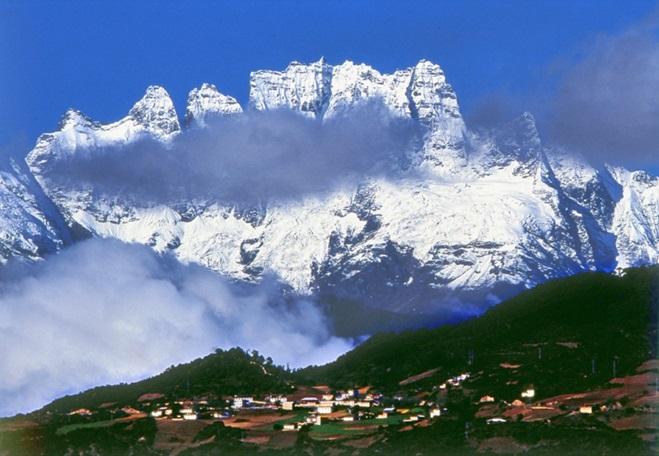 ภูเขาหิมะเหมยหลี่ (Meili Snow Mountains: Moirigkawagarbo: 梅里雪山)