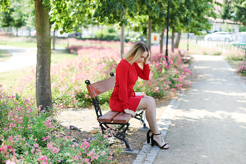 https://www.doganiammotyle.pl/2019/07/lady-in-red.html