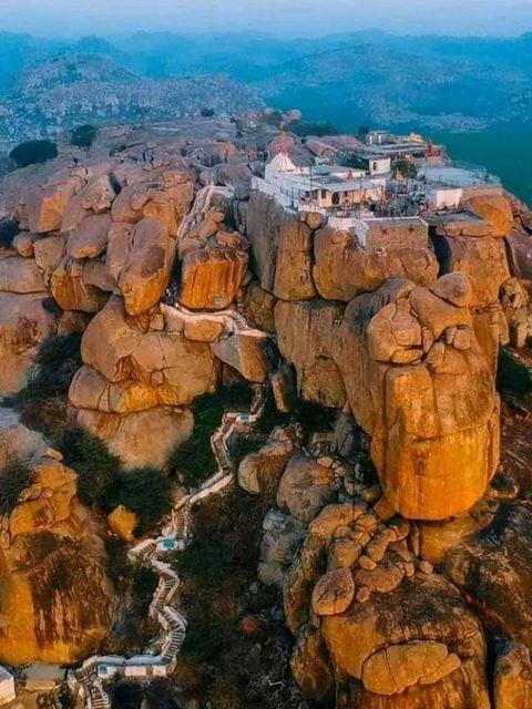 हम्पी, कर्नाटक में अंजनेद्रि पहाड़ी - इसे भगवान हनुमानजी का जन्मस्थान माना जाता है।