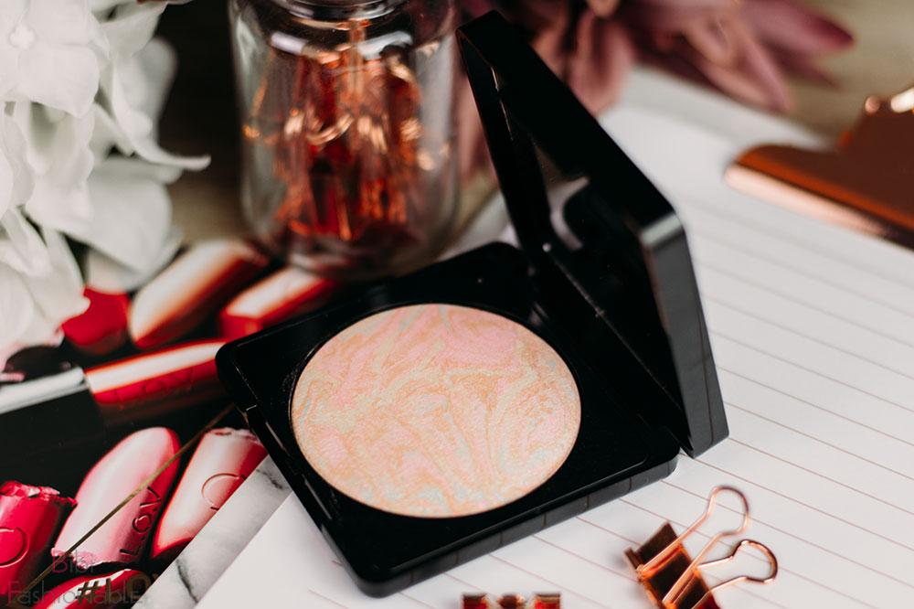 LOV Cosmetics PERFECTitude Aura Glow Powder offen