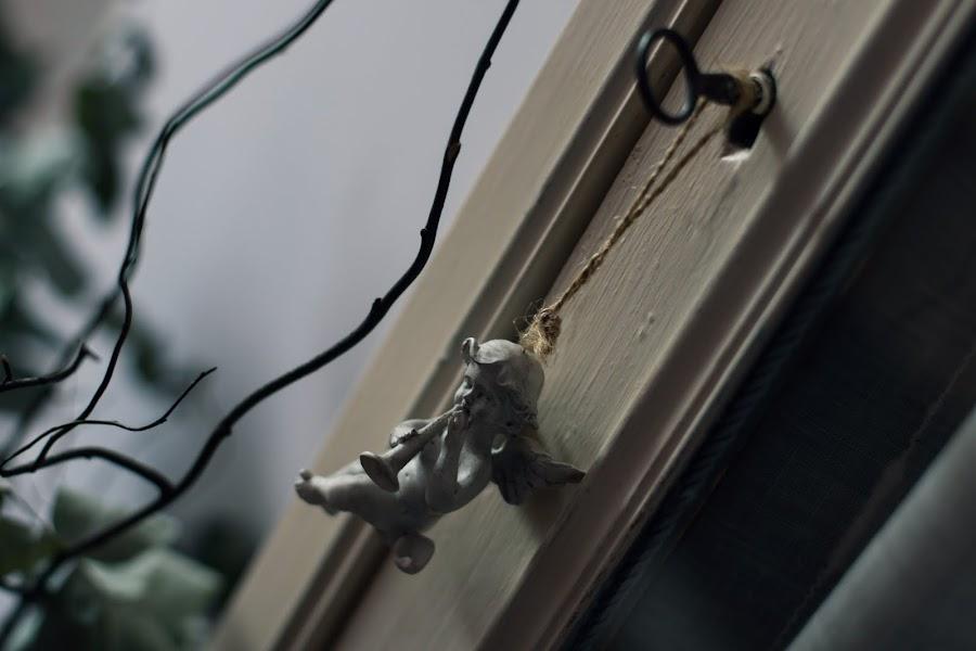Almacenamiento en el salón mediante piezas axiliares