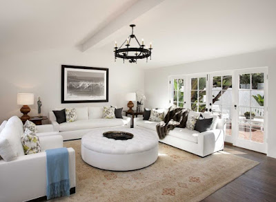 Mediterranean living room in white color idea