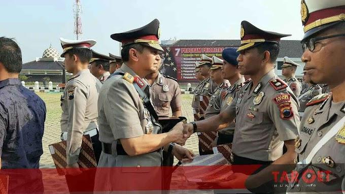 Kapolda Jawa Tengah Beri Penghargaan Kepada Wakapolres dan Kasatlantas Polres Jepara