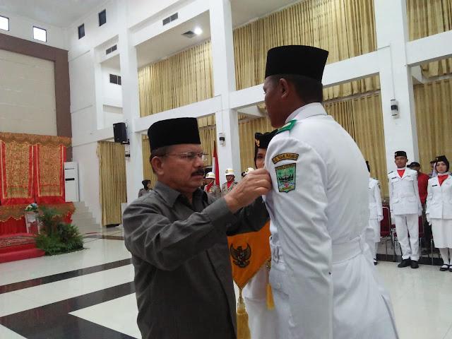 Bupati Ali Mukhni Kukuhkan Anggota Paskibra Padang Pariaman