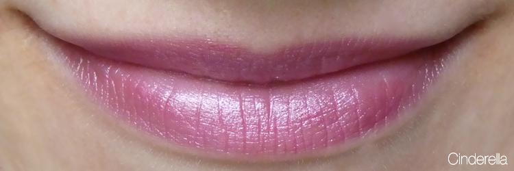 Cremekampagne Lippenstift Tragefoto Cinderella
