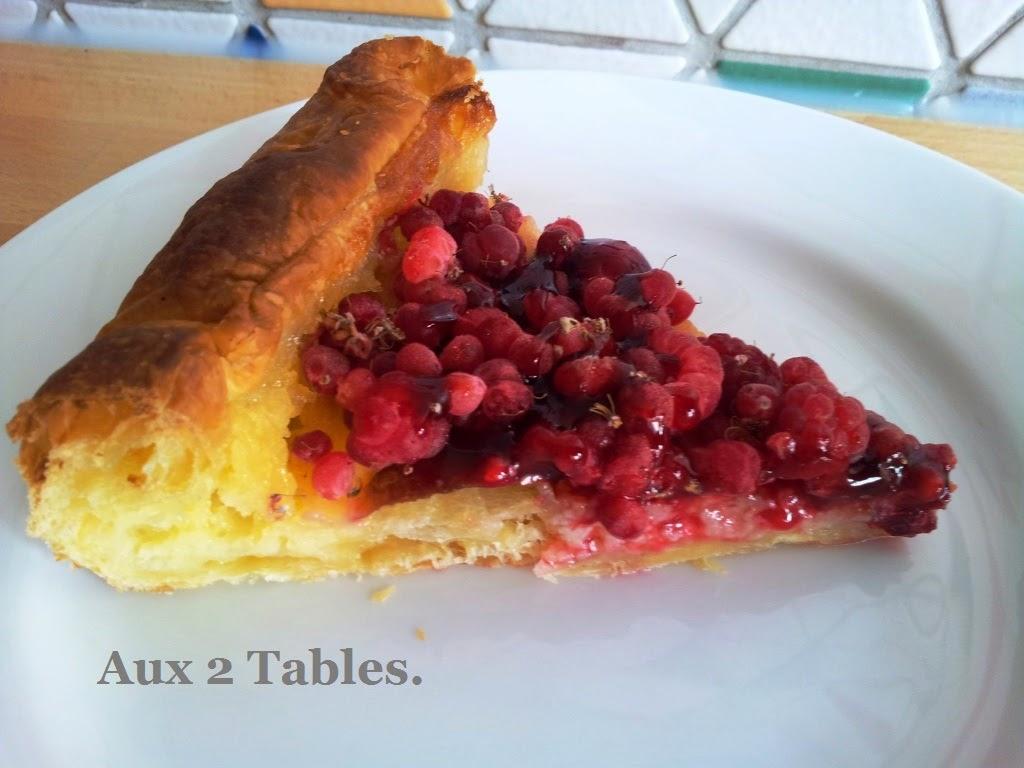 AUX 2 TABLES...: Tarte aux framboises surgelées.
