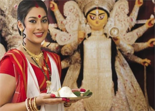 Donate these special items after Lakshmi Puja, Barkat will never be reduced