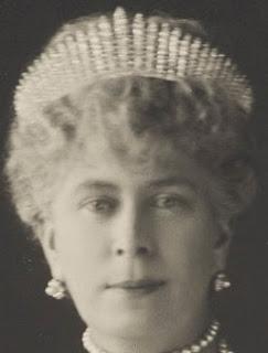 fringe tiara diamond queen mary united kingdom e. wolff & co garrard