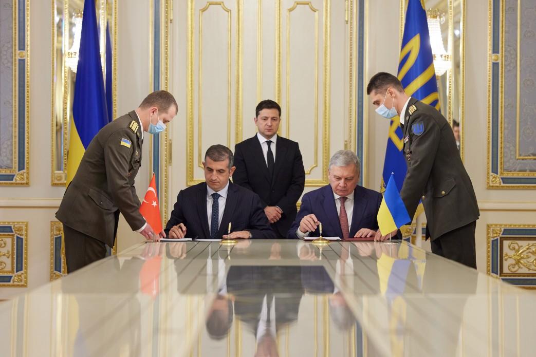 Україна й Туреччина підписали Меморандум щодо будівництва центру з обслуговування безпілотників