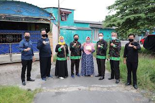 Hari ke-8 Ramadhan 1442, Ketua LKKS Ibu Riana Sari Arinal Bagikan Nasi Kotak untuk di Kuripan, Teluk Betung Barat