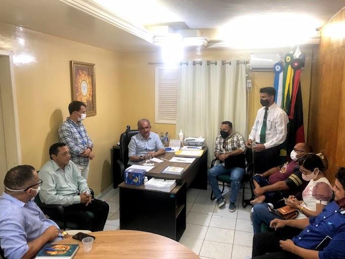Prefeito Vital Costa se reúne com pastores evangélicos de Araruna e define apoio para o Dia do Evangélico