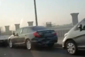 Kecelakaan beruntun Tol Layang Jakarta-Cikampek hari ini!