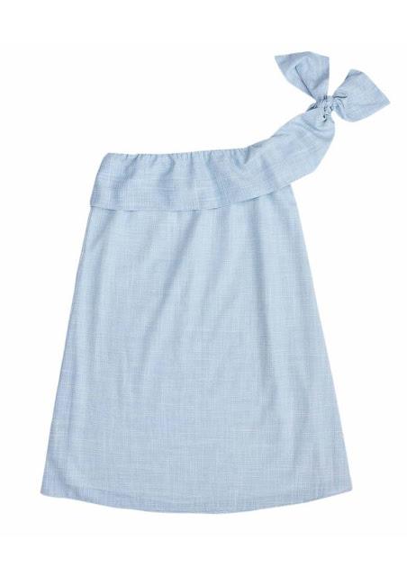 O modelo elaborado em tecido flamê de fio tinto, ganha destaque para o babado no decote e alça única com possibilidade de amarração