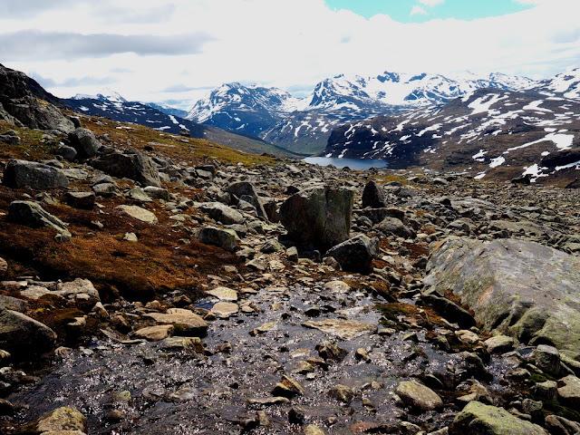 Jezero, trek, příroda, Jotunheimen, Norsko, kameny, zima v létě, sníh