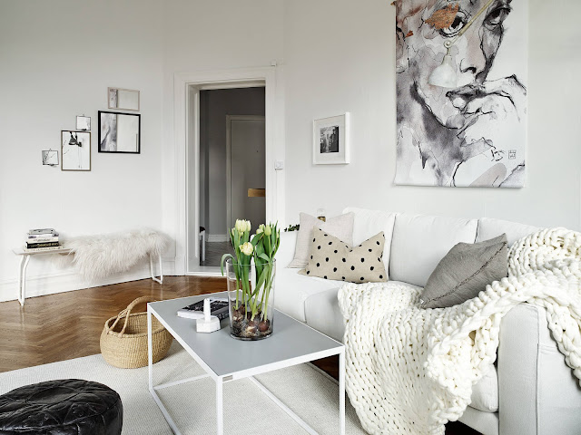 skandynawskie wnętrza, biała sofa