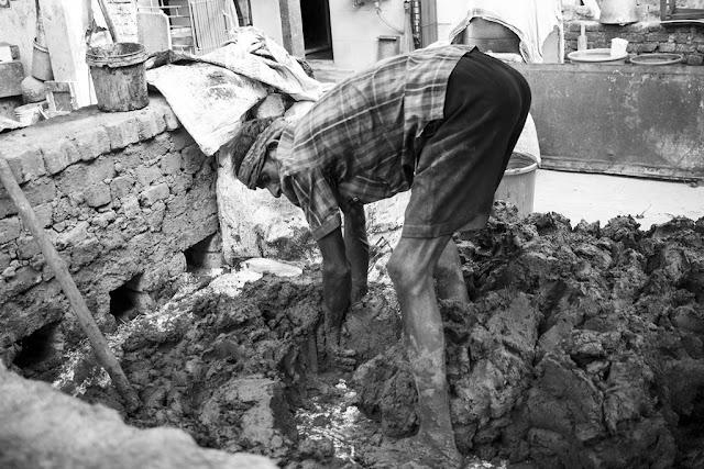 monochrome monday, black and white weekend, clay, potter, work, kumbharwada, dharavi, incredible india,