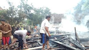 Dua Rumah Hangus Terbakar di Gumawang