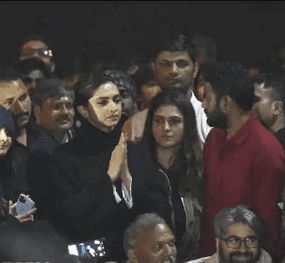 Deepika Padukone पर लगा 5 करोड़ रुपये लेकर जेएनयू प्रोटेस्ट अटेंड करने का आरोप, ट्विटर पर लोगों ने दिए ऐसे रिएक्शन