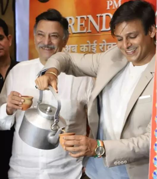 vivek-oberoi-distributed-tea-during-screening