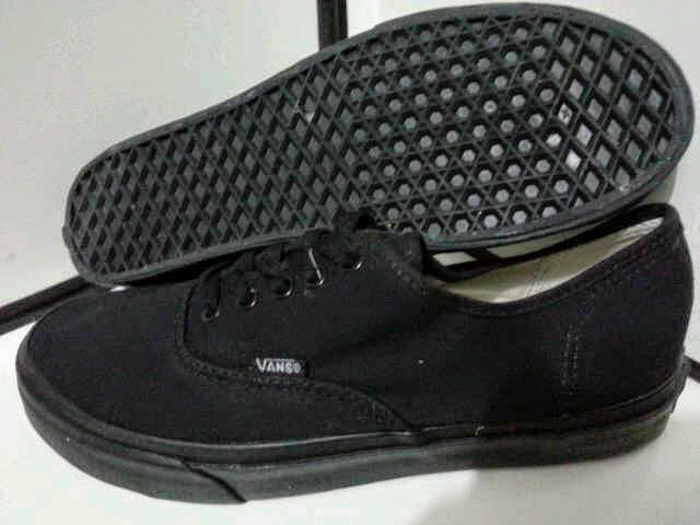 Buy vans authentic black size 7 06c3277df