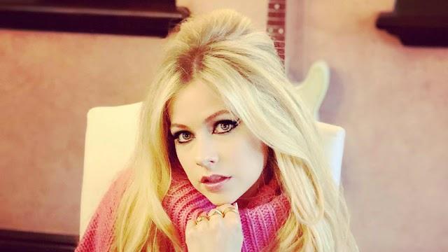 "Avril Lavigne lança nova versão para a faixa ""I Fell In Love With The Devil"""